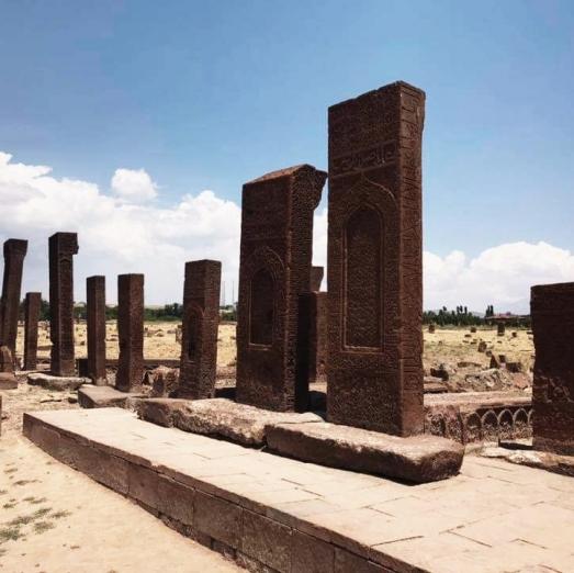 https://ikizkare.com/Ahlat Selçuklu mezarlığı