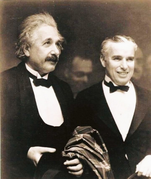 https://ikizkare.com/Albert Einstein ve Charlie Chaplin